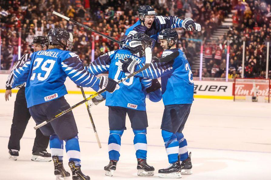 Nuorten Leijonien joukkue nousi alkusarjan vaikeuksien jälkeen vahvaksi ja voittavaksi joukkueeksi.
