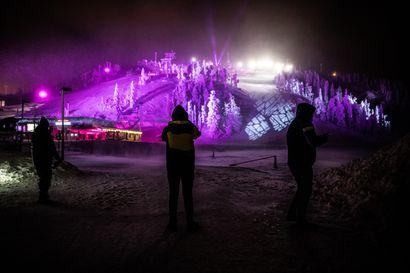 Katso kuvagalleria: Väriä pimeyteen – Polar Night Light -festivaali alkoi Rukalla
