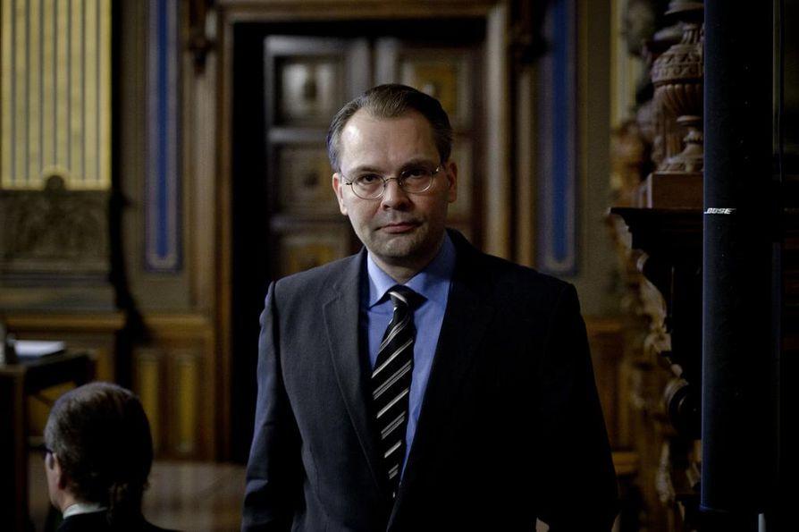 Puolustusministeri Jussi Niinistö (ps.).