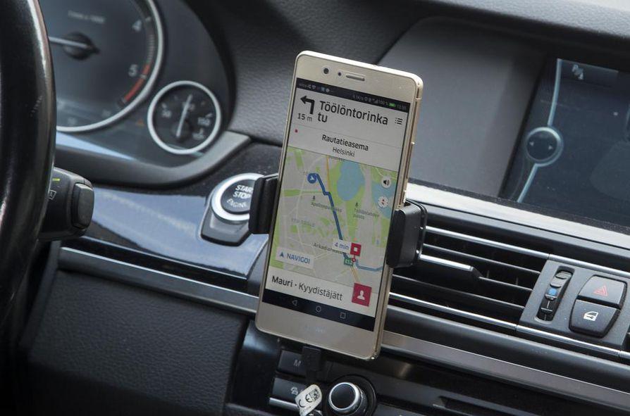 Uusi liikennepalvelulaki vapautti taksiliikenteen sääntelyä: markkinat avautuivat samalla myös uusille, Uberin kaltaisille toimijoille.