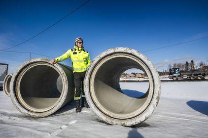 Korona on kiertänyt Nelostien jättiurakan – Simon Viantienjoki-Maksniemi -osuudella kriittisimmät resurssit ovat työntekijät ja betonin toimitus