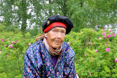 Muistatko vielä tyrnimummon? 94-vuotias Hilkka Ahonen asuu vielä kotonaan