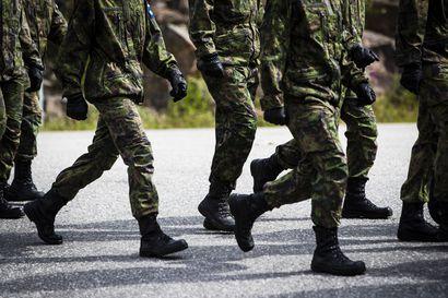Lumijokinen Valtteri Päätalo kertoo ajatuksiaan armeijan harmaista: Asento! Lepo!