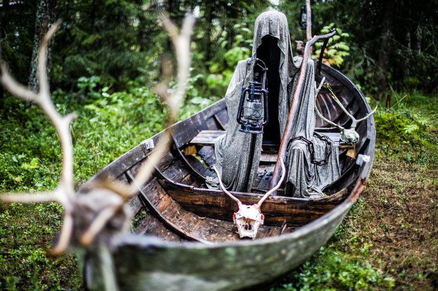 Manalan lautturin kasaamiseen käytettiin muun muassa vanhoja listoja, retkipatjoja ja jesaria.