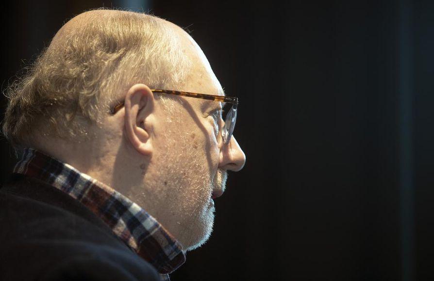 Matkapuhelintekniikan merkittävänä kehittäjänä tunnettu Pentti Leppänen on huolissaan siitä, että yritykset rahoittavat tutkimusta entistä vähemmän.