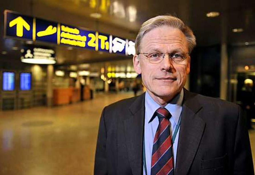 Finnairin johtava ilmailulääkäri Olavi Hämäläinen kertoi tiedotustilaisuudessa Helsinki-Vantaan lentokentällä tyttövauvan syntyneen lentokoneessa Kazaksanin yllä. Reittilennolla Bangkokista Helsinkiniin oli historiallinen sillä Finnairin koneessa ei ole koskaan aikaisemmin koettu synnytystä.
