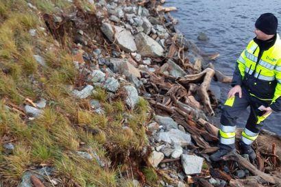 Marrasmyrsky hajotti Hautaperän tekojärven rakenteita Haapajärvellä, patoa tarkkaillaan tehostetusti