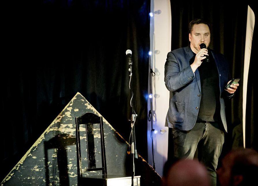 Oulun kulttuurijohtaja Samu Forsblom piti avauspuheenvuoron Oulu2026-hankkeen verkostoitumistilaisuudessa.