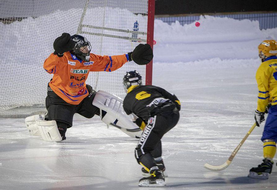 OLS:n maalivahti Jere Penttilä oli joukkueensa parhaimmistoa viikonloppuna Raksilassa.