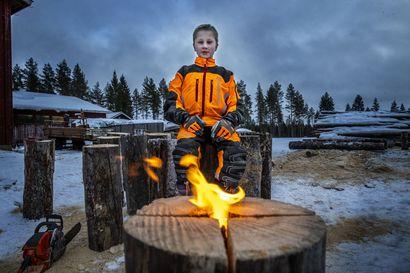 """11-vuotias kynttilämestari Juho teki tuhat jätkänkynttilää ja lisää tulee: """"Ei tämä meillä tähän talveen jää"""""""