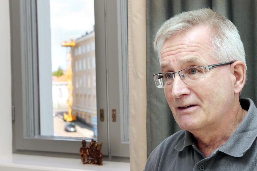 """Kaupunginjohtaja Matti Pennanen painottaa Pyhäjoen aluetaloudellista merkitystä. """"Olen sitä mieltä, että juuri siitä syystä meidän pitää olla mukana pienellä osuudella."""""""