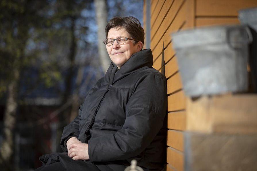 Etäkoululaisten ja vanhempien on hyvä pitää yllä toivoa tulevaisuutta miettiessään. - Ihana kevät on siihen hyväksi tueksi, psykoterapeutti Mirja Heikkilä sanoo.