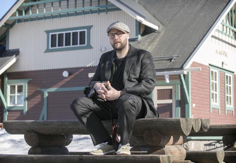 Vaikka kuvaakin paljon kriisialueilla, Janne Körkkö kieltää olevansa sotakuvaaja. Hänellä ei ole mitään hinkua etulinjaan.
