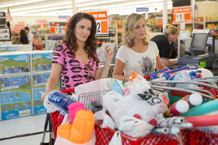 Tina Fey ja Amy Poehler ovat toisistaan vieraantuneet siskokset Sisters-elokuvassa.