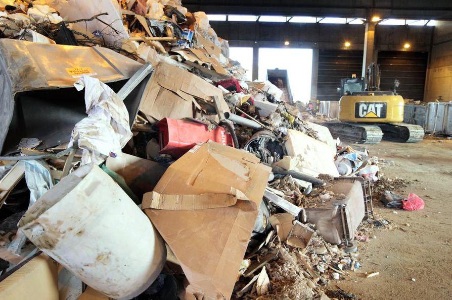 Yksi vaihtoehto on rakentaa jätteiden lajittelulaitos Ruskon jätekeskuksen alueelle. Arkistokuva.