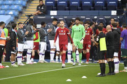 Manchester City ravisteli mestareita - Neljän maalin murskatappio viilensi Liverpoolin juhlatunnelmia