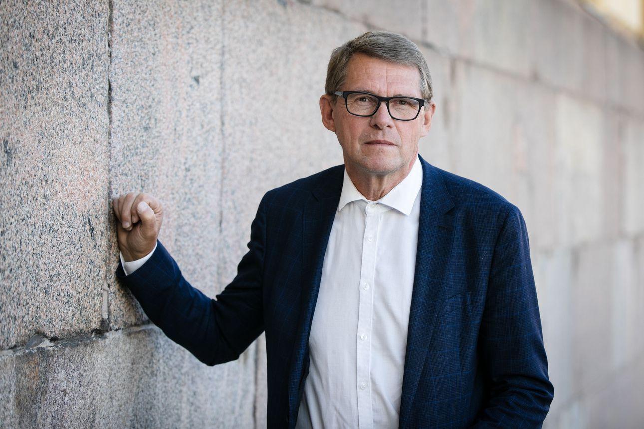 """Valtiovarainministeri Vanhanen: Kolmen prosentin alijäämäraja saatetaan alittaa jo ensi vuonna – """"Olemme vahvan kasvun vaiheen kynnyksellä"""""""