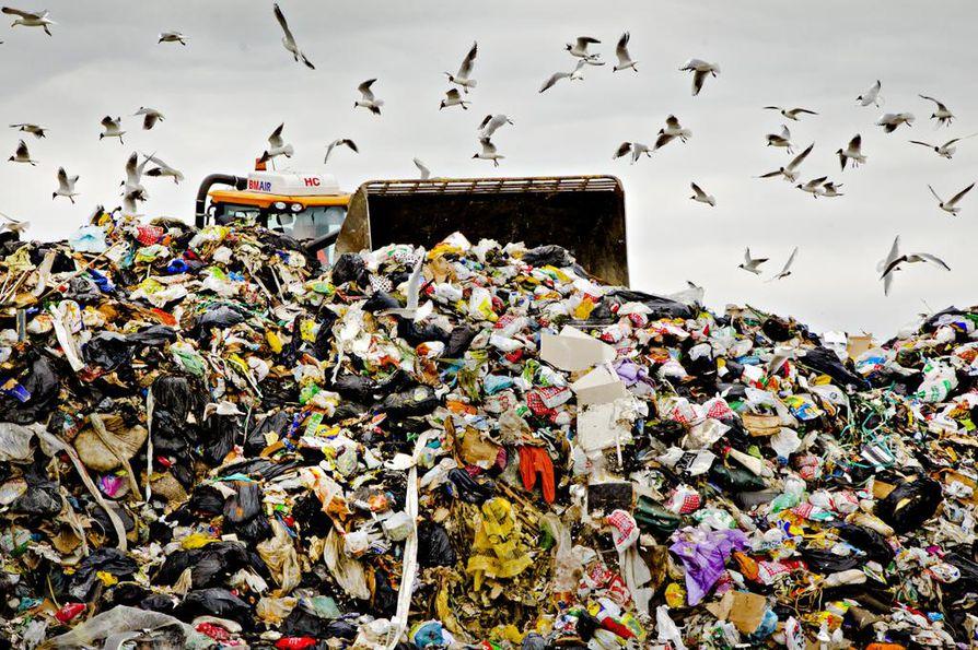 Jätteet ja kiertotalous: Jätteiden määrä ei vähene. Kierrätystavoitteiden saavuttaminen takkuaa pahasti.