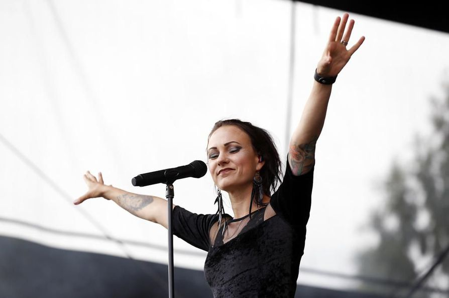 Mira Luoti oli yksi Qstockissa esiintyneistä artisteista kesällä 2017. Mikko Rytkönen selvitti Qstockin  ja 45 muun vakiintuneen kulttuurifestivaalin vaikutuksia Pohjois-Pohjanmaan taloudelle.