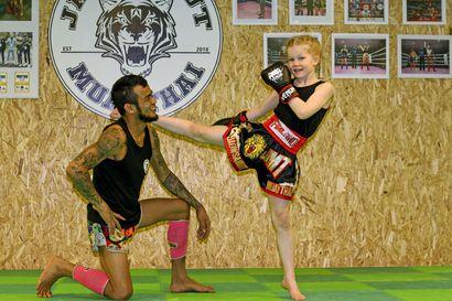 Leikki jäi, kun Lila kiinnostui thainyrkkeilystä –nyt kymmenvuotias kempeleläinen on sarjassaan Suomen mestari ja tähtää seuraavaksi Euroopan  ykköskisoihin