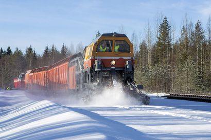 Monsteri tuli Venäjältä ja pani raiteet kuntoon – Lumensyöjäveturista toivotaan apua lumisiin talviin
