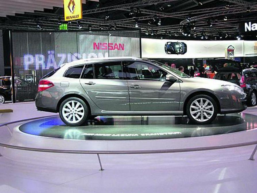 Uusi Audi A4 oli yksi näyttelyn kuvatuimmista kohteista. Auton koko on kasvanut ja viihtyisissä sisätiloissa on selviä viitteitä jo markkinoilla olevasta Audi 5-mallista.