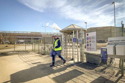 Työntekijät ajavat Veitsiluodon tehtaan alas vastalauseena sulkemisaikeille