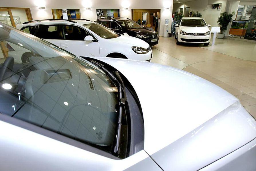 Suomalaiset haluavat ostaa edullisia autoja.
