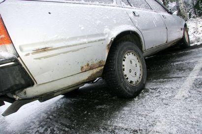 """Suomalainen ajaa entistä vanhemmalla autolla – kyselyn mukaan lähes 60 prosenttia vastaajista hankkisi nyt käytetyn auton: """"Autokannan vanheneminen näyttää jatkuvan"""""""