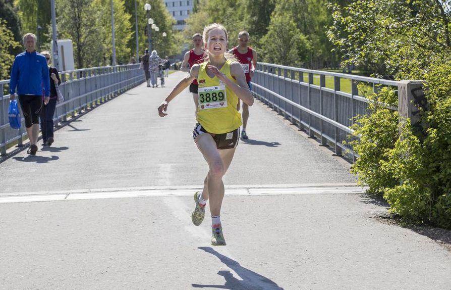 Johanna Peiponen kellotti lauantaina Tervamaratonilla maantiekympin uudeksi naisten SE-ajaksi 31.59