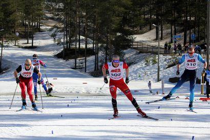 Niko Husu hopealle ja Oskari Hökkä pronssille kovassa loppukirissä – Koillismaan nuorille neljä mitalia SM-hiihdoista