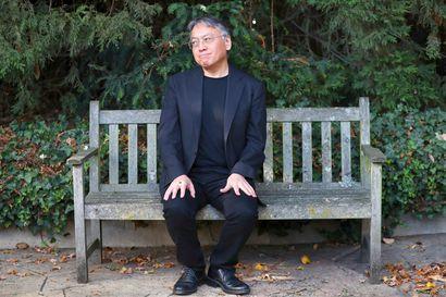 Arvio: Nobel-palkittu Kazuo Ishiguro palaa scifin pariin romaanissa, jonka päähenkilönä on Keinoystävä Klara