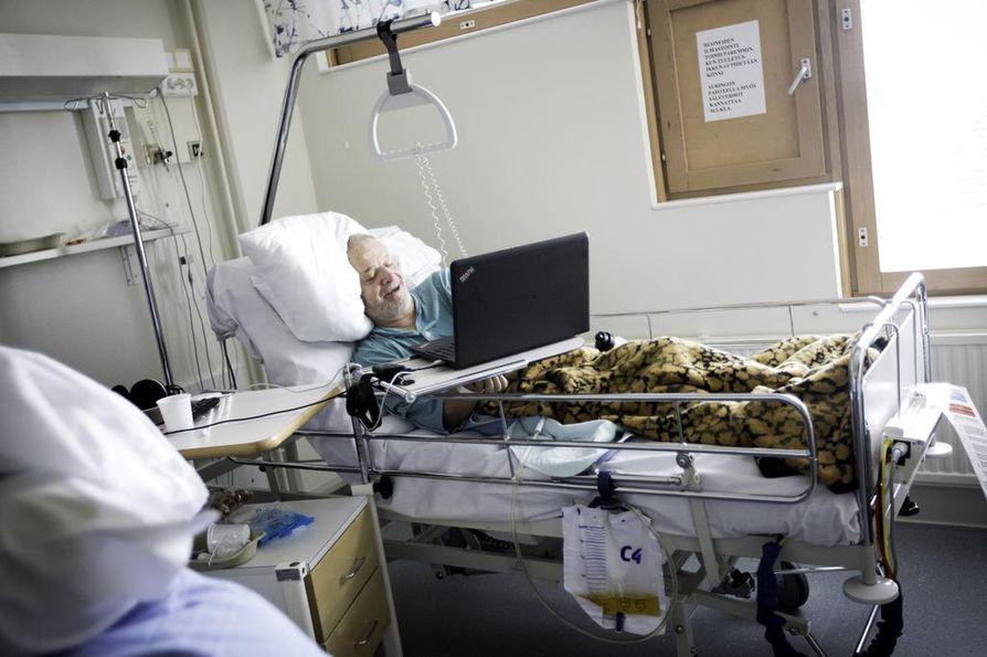 Reilut kolme kuukautta makuuta takana ja kolme viikkoa edessä. Toipuminen jatkuu pian keskussairaalan sijaan terveyskeskuksessa huoneessa, jossa on tarjolla paljon juttukavereita.