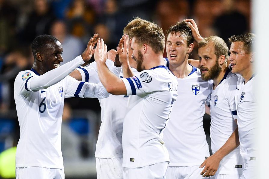 Suomen joukkue juhli 2–0 osumaa, jonka iski Liechtensteinin verkkoon Benjamin Källman.
