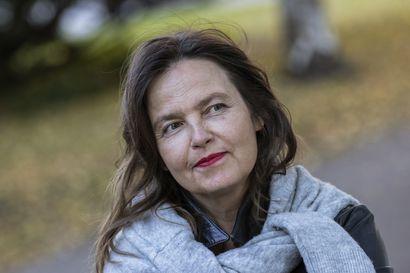 Arvio: Salakuljetus ja meänkieli viiltävät korvamerkkinsä tornionjokilaaksolaisiin Maria Peuran julman kauniissa kirjassa