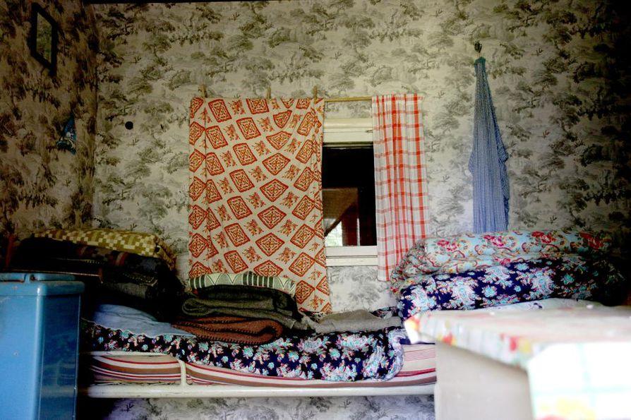 Andreas Alarieston nukkumahuoneeksi kutsutun rakennuksen sisustuksessa on paljon erilaisia kuvioita.