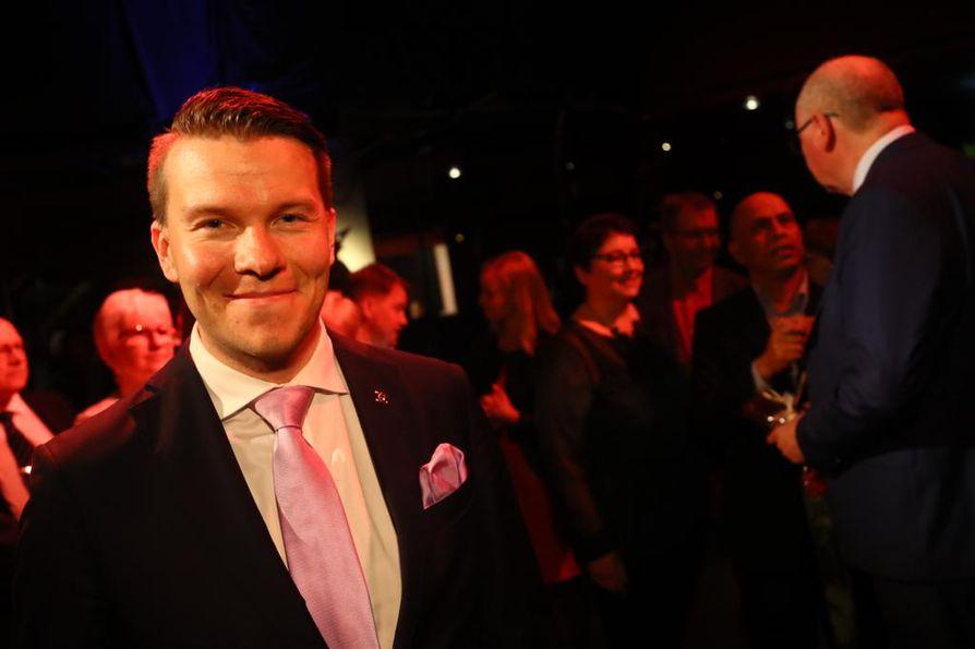 Rannalle jäänyt Mikkel Näkkäläjärvi ei osannut kertoa jatkosuunnitelmistaan politiikassa.