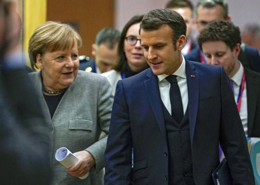 Saksan liittokansleri Angela Merkel ja Ranskan presidentti Emmanuel Macron keskustelivat EU:n huippukokouksessa.