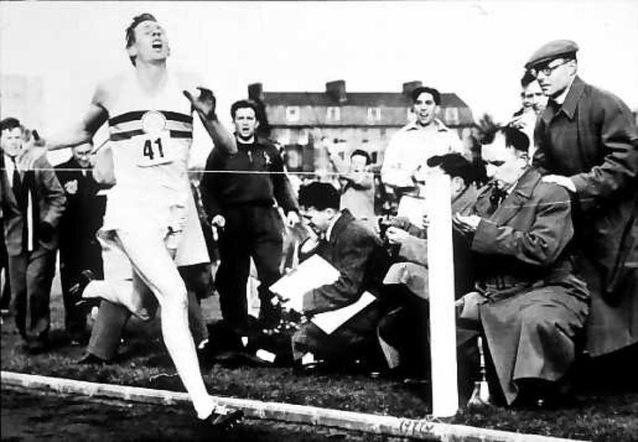 Historiallinen maili takana.  Roger Bannisterin juoksu sai yhtä paljon julkisuutta kuin Mount Everestin valloittaminen.