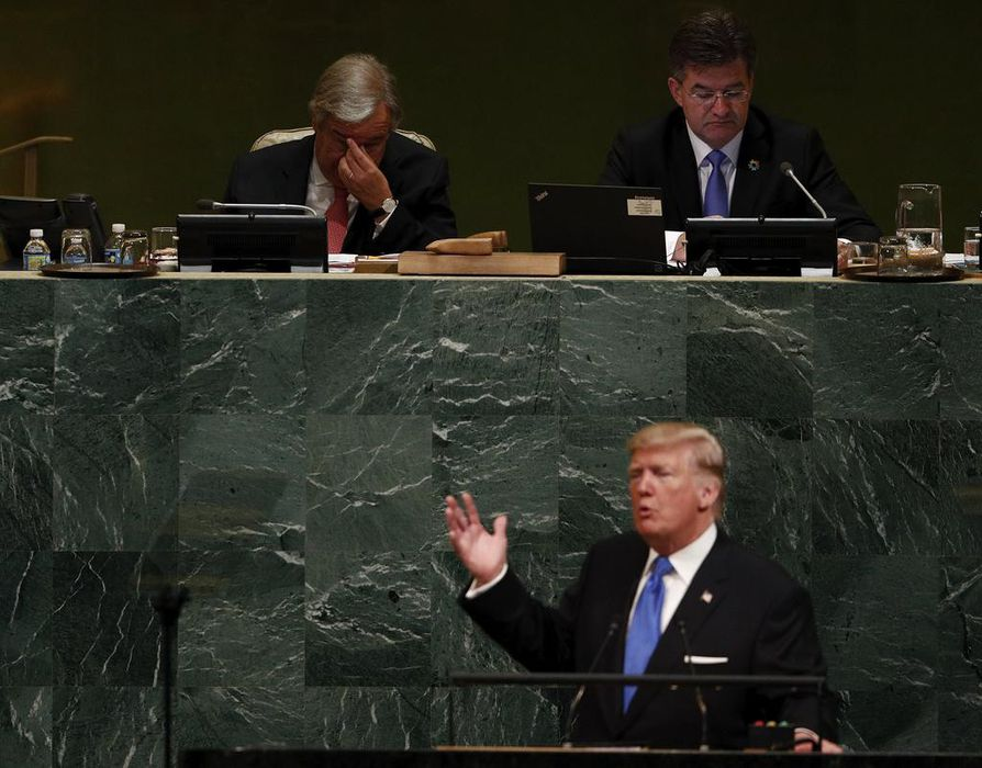 YK:n pääsihteeri Antonio Guterres (vas.) ja YK:n yleiskokouksen puheenjohtaja Miroslav Lajcak kuuntelivat Yhdysvaltain presidentin Donald Trumpin puhetta tiistaina New Yorkissa.