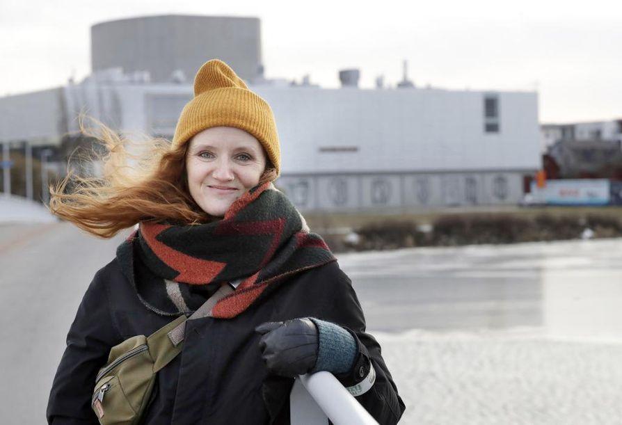 Alma Lehmuskallio haluaa Oulun teatterin imagosta kirjavamman. Hän toivoo yleisön valaistuvan erilaisista teatterimuodoista
