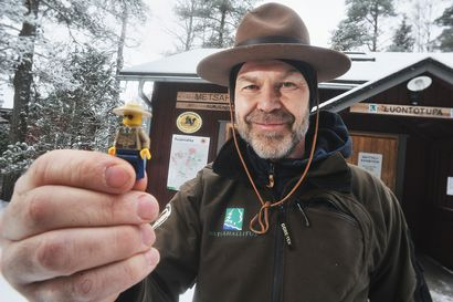 Pikkurangeri ja puistomestari: Petri Hautala kuljettaa taskussa työkaveria, jonka kansallispuistoseikkailut ihastuttavat somessa
