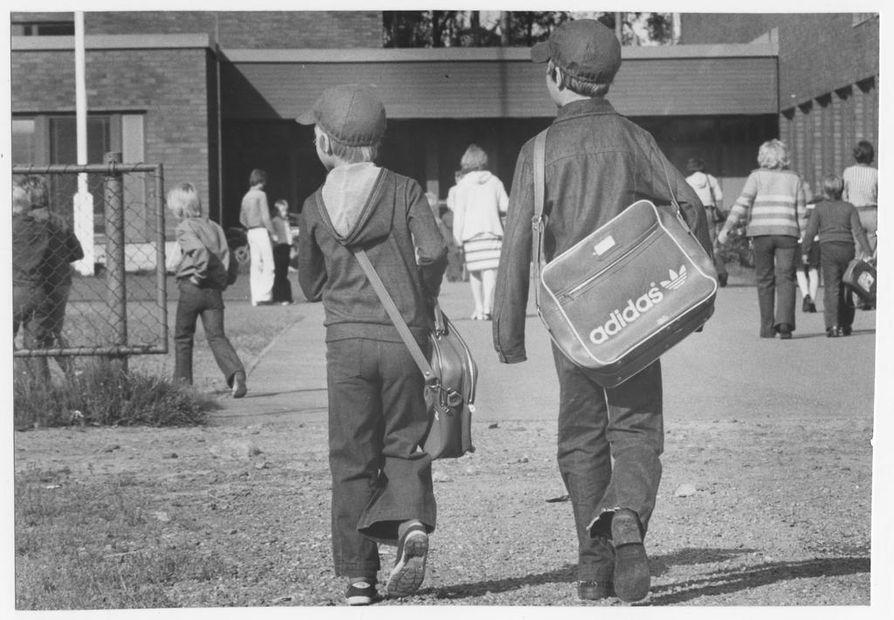 Oulun kouluissa opintiensä aloitti vuonna 1978 yhteensä 1300 ekaluokkalaista. Silloisen Oulun läänin alueella ekaluokkalaisia oli vielä noin 5000 lisää.