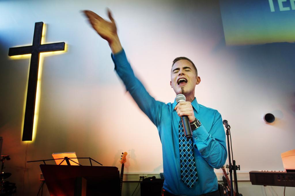 Patrick Tiainen hautoi itsemurhaa, mutta päätyi oman seurakuntansa pastoriksi – katso video ...