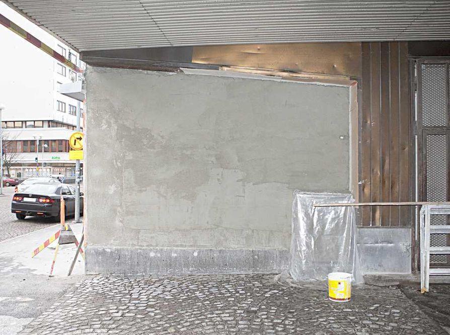 Paska kaupunni -tekstin seinä on remontin kohteena.