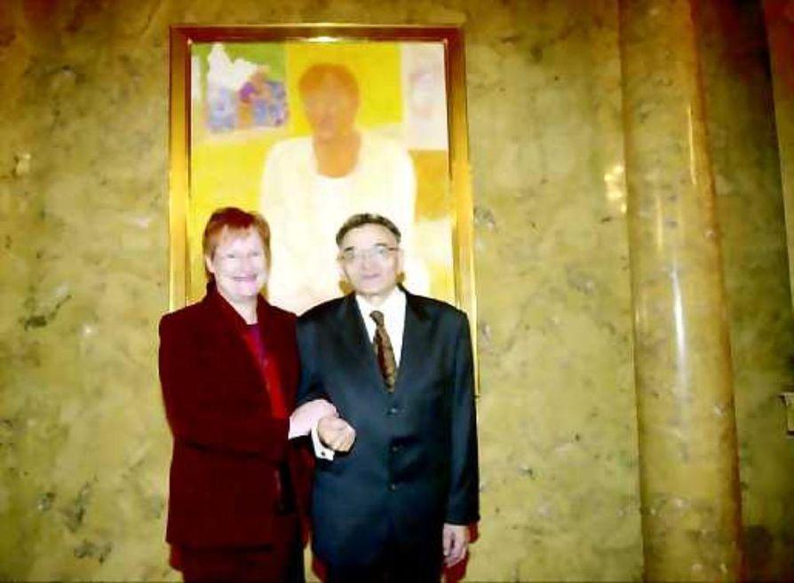 Rafael Wardin maalaama presidentti Tarja Halosen muotokuva paljastettiin perjantaina.