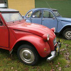 Näitkö mukavannäköisiä autoja? Tästä oli kyse, Citroën 2CV -kulkue rantautui Raaheen ja Pyhäjoelle, matka jatkui kohti Ylivieskaa
