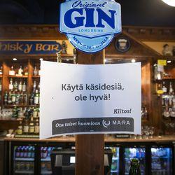 Ravintoloiden rajoitukset tiukkenevat Pohjois-Pohjanmaalla lauantaina – muutoksia aukioloon, anniskeluaikaan ja asiakasmäärään