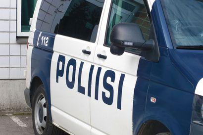 Sadat nuoret rälläsivät ja häiriköivät Kaakkurissa lauantai-iltana – myös poliisiautoa käytiin heiluttelemassa
