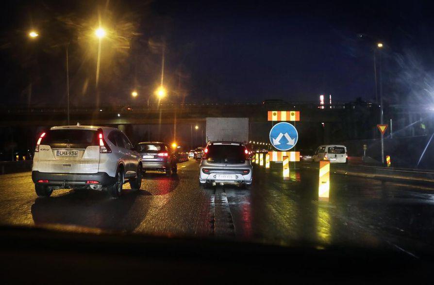 Kaakkurin rampin liikennejärjestelyt muuttuivat tiistain vastaisena yönä.